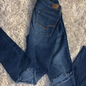 Medium wash American eagle jeans high rise ripped